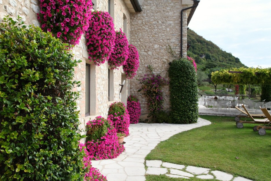 Agriturismo Relais Dolcevista exterior of hotel stone building with pink flowers
