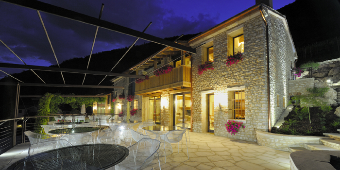 Agriturismo Relais Dolcevista Stone building at night