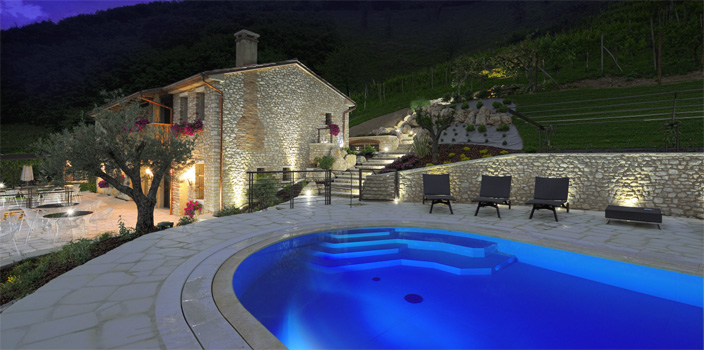 Agriturismo Relais Dolcevista Pool at night