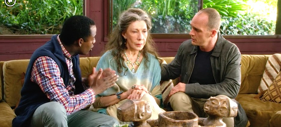 Grace and Frankie set design Frankie and Sol's living room, all natural colors, wicker, texture Lily Tomlin, Ethan Embry, Baron Vaughan