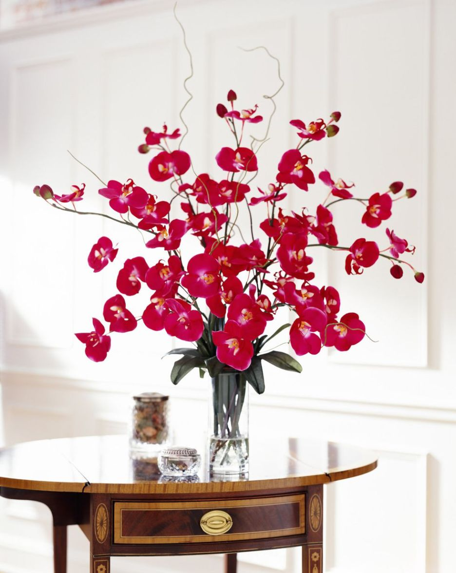 home-trends-fake-flower-bouquets-outdated trends