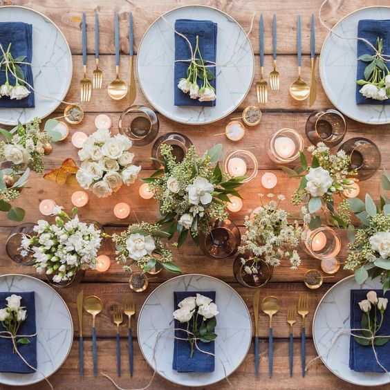 Casa de Perrin blue tablescape wedding reception