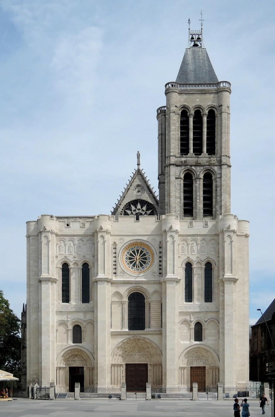Gothic Saint-Denis_-_Façade Met Gala