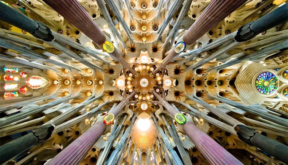 Sagrada Familia nave roof met gala