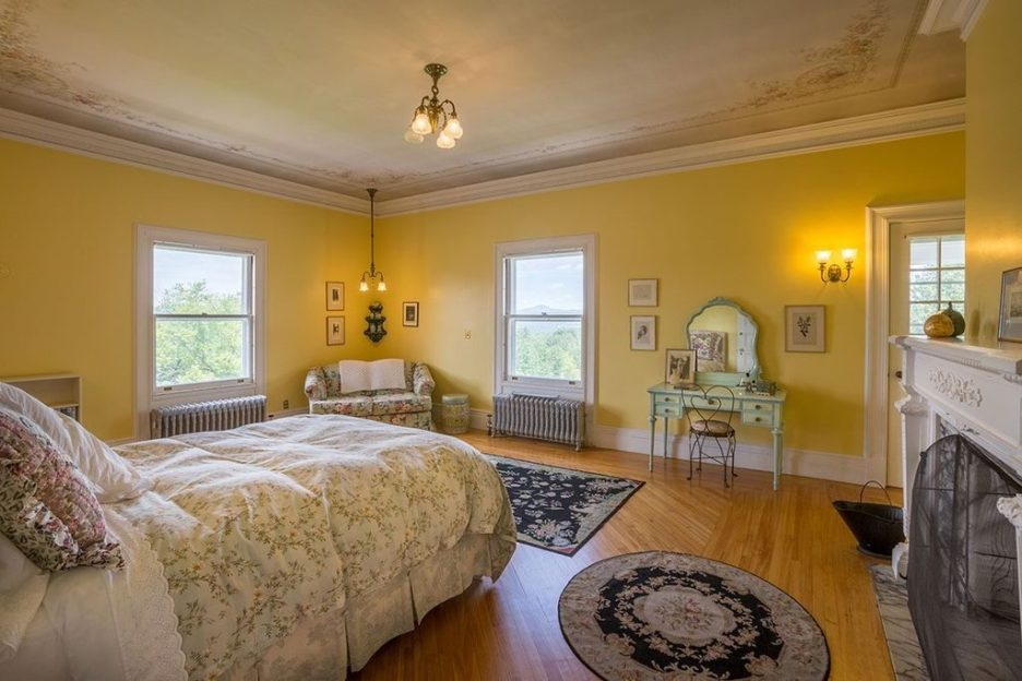 Burklyn Hall yellow bedroom