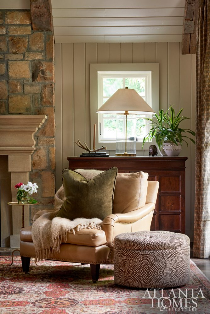 Design Shayelyn Woodbery Photo Marc Mauldin family room tiny tables side tables