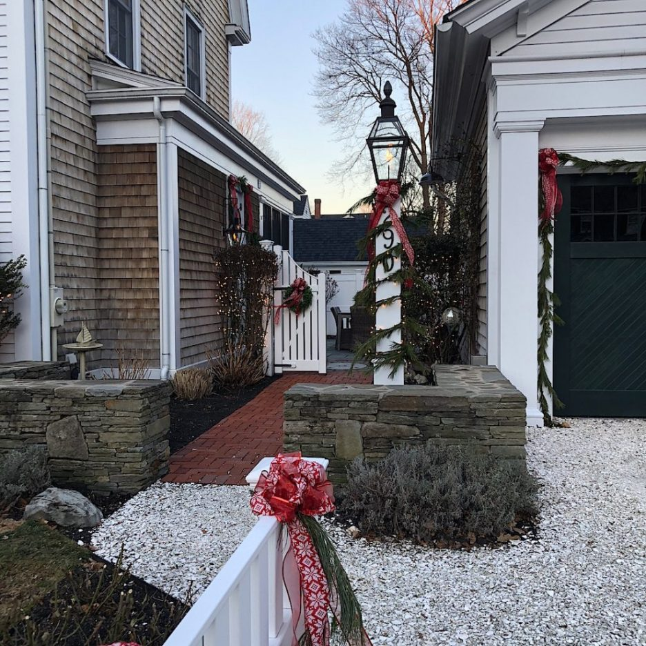 290 High Street Newburyport Christmas decorations white house crushed shell driveway gas lantern