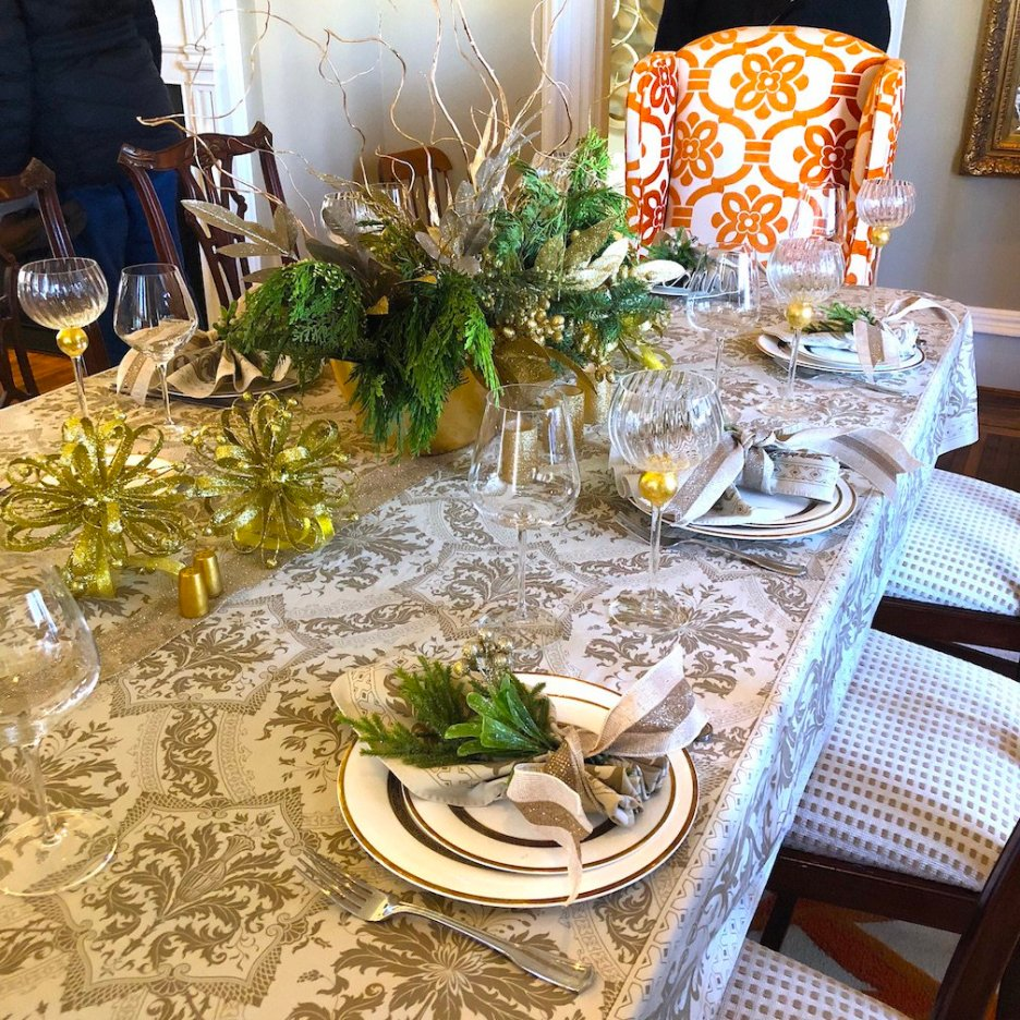 212 High Street dining room table Christmas Holiday House Tour 2018