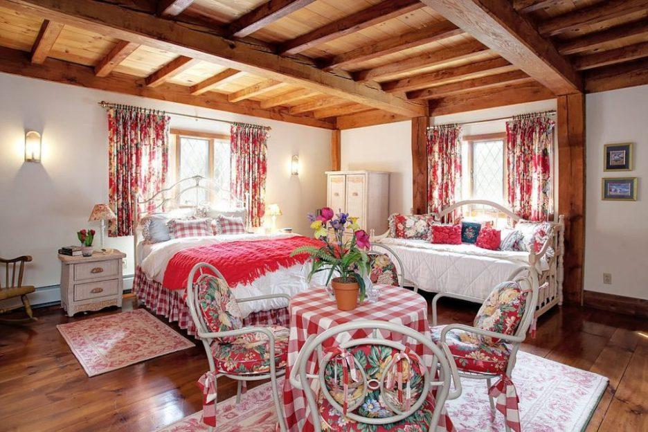 33 Tarragon Dr Sandwich MA Salem Witch House replica floral bedroom