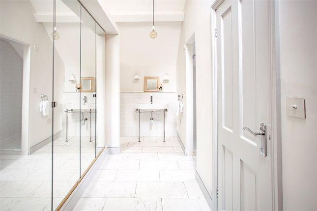 Rhydyclafdy, Pwllheli, Gwynedd Scandi New England White bathroom suite