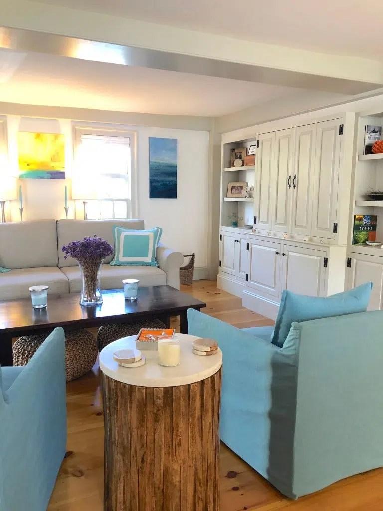 Newburyport-Sitting-area Linda Merrill photo classic coastal colors