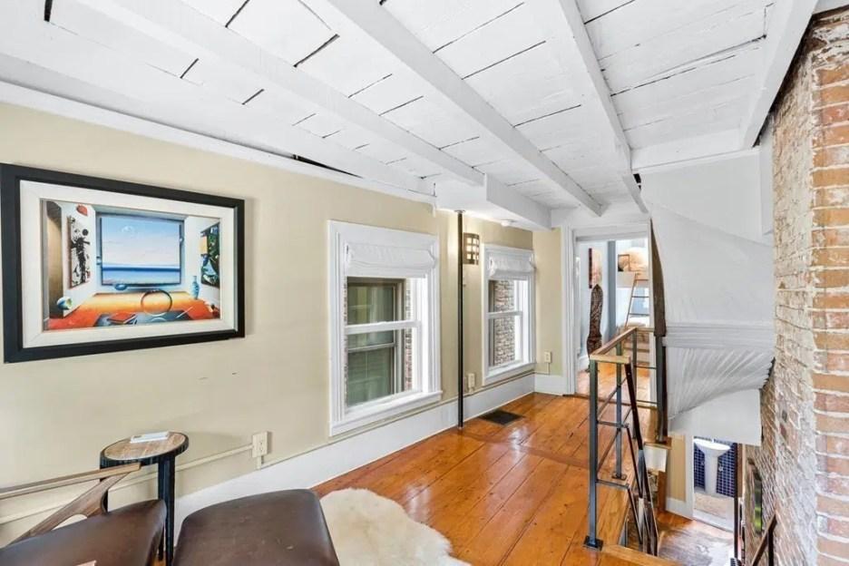 44 Hull St Boston Skinny House Spite House 3rd floor