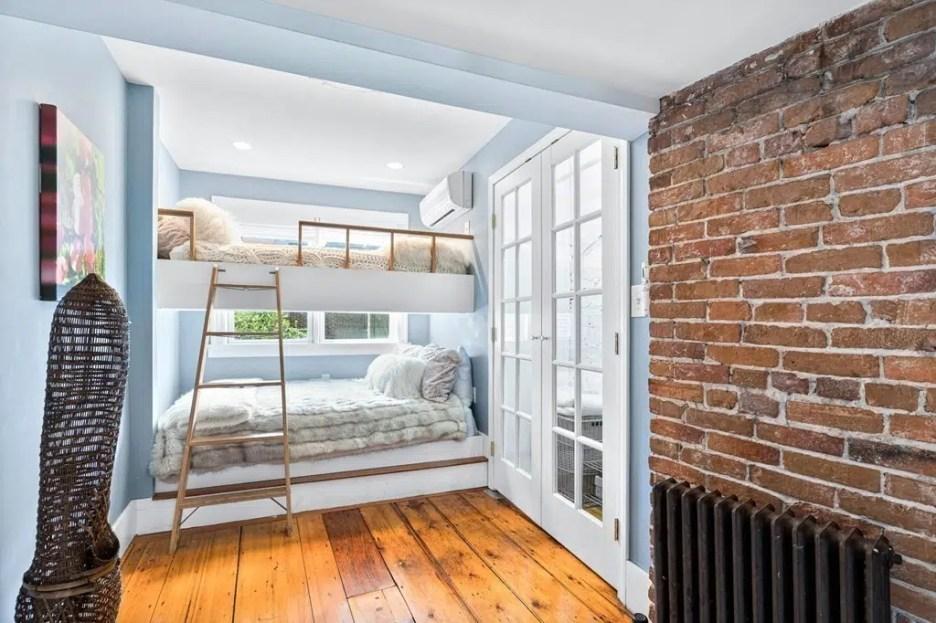 44 Hull St Boston Skinny House Spite House loft beds 3rd floor
