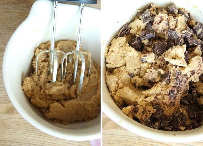 2. Rör smör, socker och farinsocker pösigt i en bunke. Blanda ner ägget. Tillsätt bikarbonat, vaniljsocker, salt och vetemjöl. Blanda ihop allt till en deg. Blanda ner chokladen.
