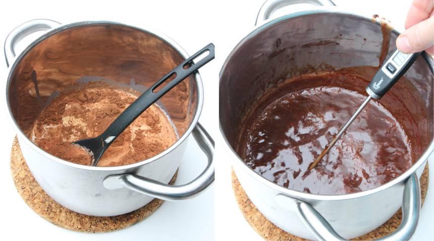 1. Koka ihop allt utom ättiksprit i en kastrull. Låt smeten koka på medeltemperatur till 125–128 grader. Om du inte har någon termometer kan du göra kulprovet. (Häll några droppar smet i ett glas kallt vatten, när dropparna stelnar är den färdigkokt.) Stäng av värmen när temperaturen är nådd och tillsätt ättikspriten. Rör om ordentligt.