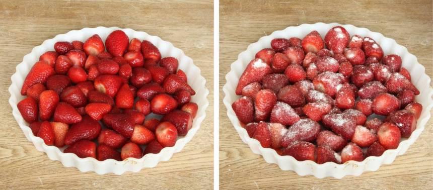 1. Fyllning: Sätt ugnen på 200 grader. Lägg jordgubbarna i en pajform, ca 25 cm. Strö över strösocker och potatismjöl.