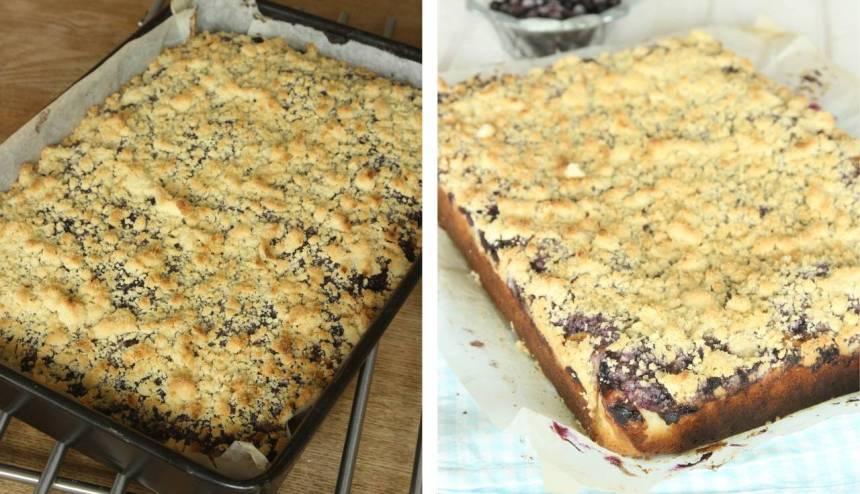 6. Grädda kakan längst ner i ugnen i 26–30 min. Låt den svalna i formen innan du skär den i rutor med en kniv. Ät rutorna som de är eller med en klick vaniljsås.