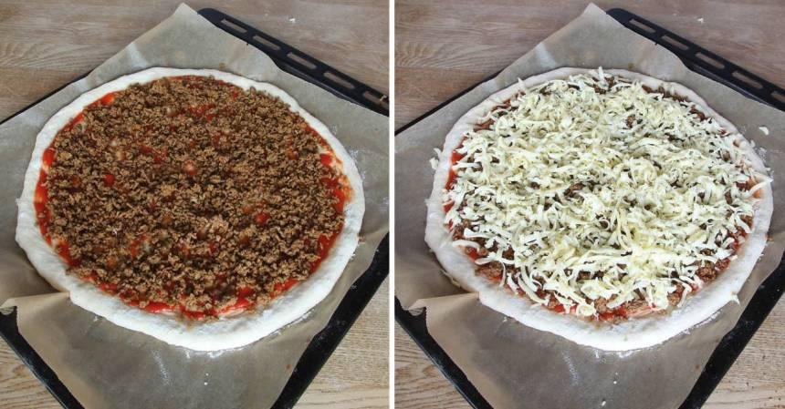 4. Strö över tacoköttfärsen och riven ost. Strö över oregano. Låt pizzan jäsa under bakduk i ca 20 min. Sätt ugnen på 250 grader varmluft.