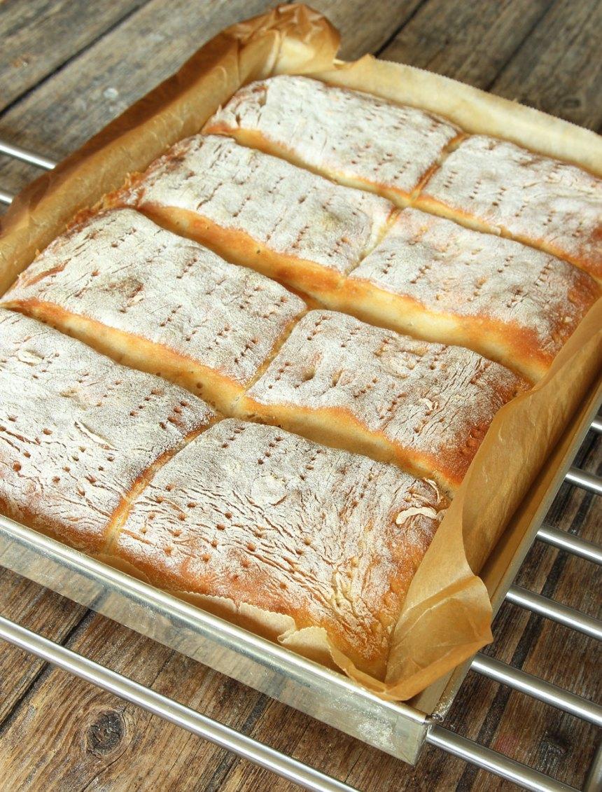 5. Grädda brödet mitt i ugnen i 15–20 min. Låt det svalna i formen.