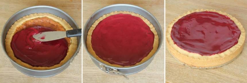 8. Bred ut glasyren på kakan. Låt den stelna.