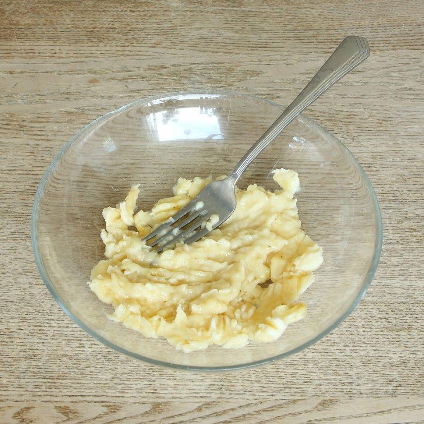 2. Mosa bananen i en skål.