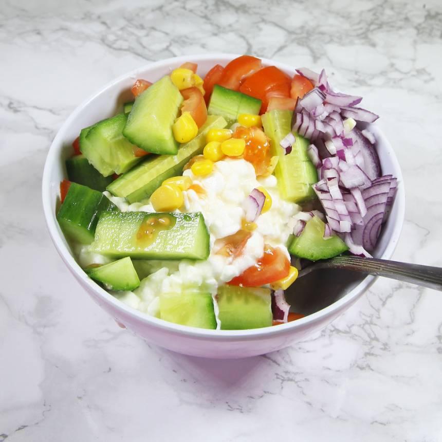 3. Blanda ihop Keso och grönsaker. Krydda med lite örtsalt (kan uteslutas).