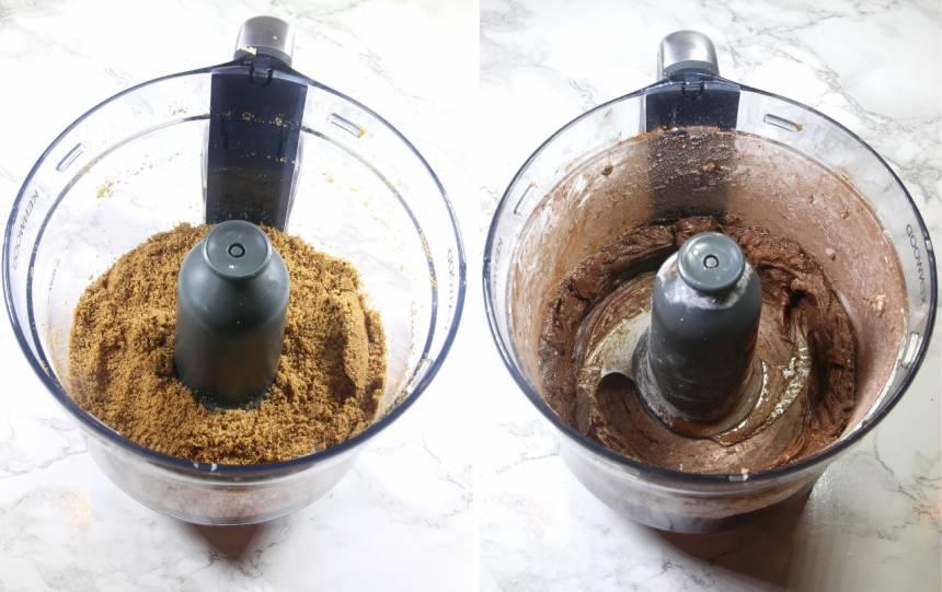1. Mixa kakorna till smulor. Tillsätt arrakessensen under mixningen.
