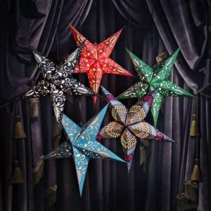 Håndlagde papirstjerner diverse farger