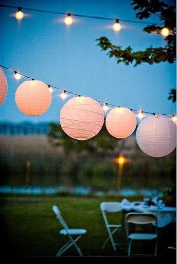 utendørs lyslenke hagen med papirlanterner
