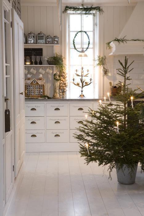 julepyntet kjøkken i landlig stil