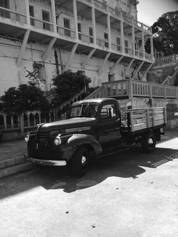 Lastebil Alcatraz sort hvitt