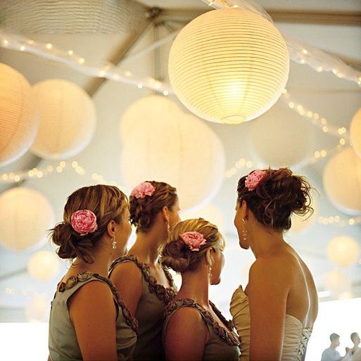 Hvite papirlanterner med brudepiker