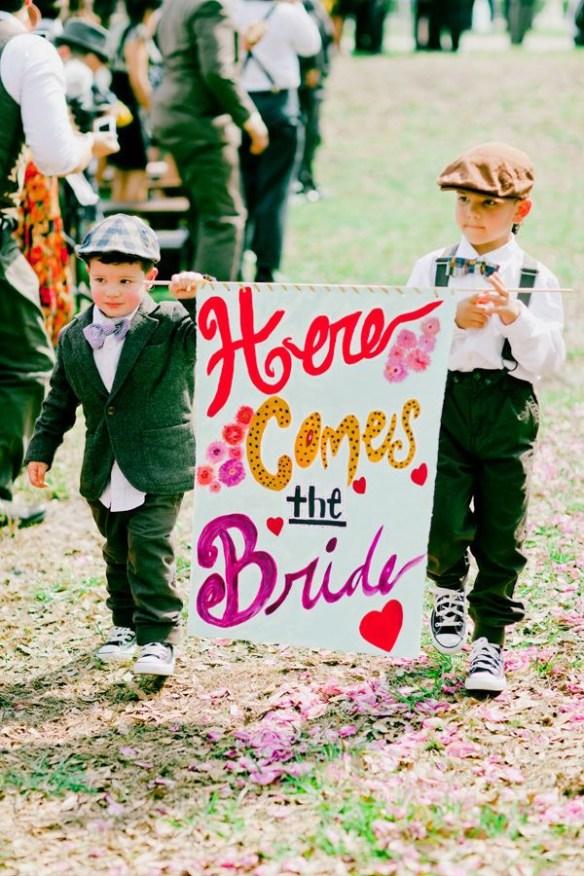 her kommer bruden brudesvenner