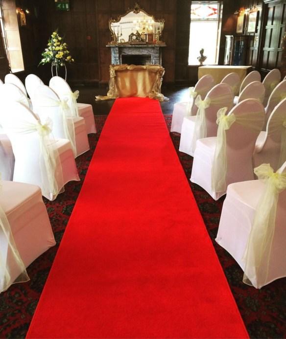 stoltrekk hvite bryllup rød løper vielse