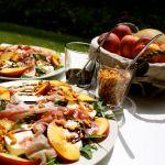 Mocarellas, šķiņķa un rukolas salāti