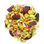 Siltie gaileņu salāti ar bietēm