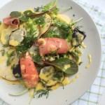 Kūpinātas foreles, ābolu un topinambūra salāti