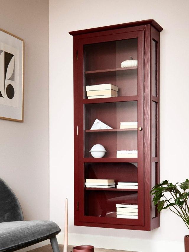 Bild von Lindebjerg Design Color N4 Vitrinenschränke in einem rosa Wohnzimmer mit Interieur