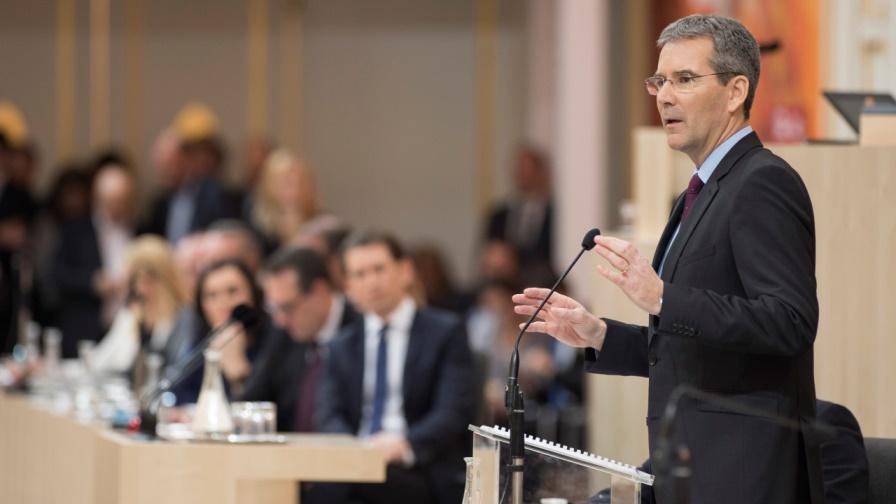 Finanzminister Hartwig Löger bei seiner Budgetrede - Regierung rückt von Abschaffung der kalten Progression ab. (Bild: © Parlamentsdirektion / Thomas Jantzen)