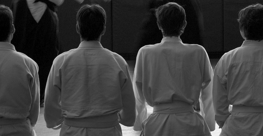 Drei Schüler beim Aikido