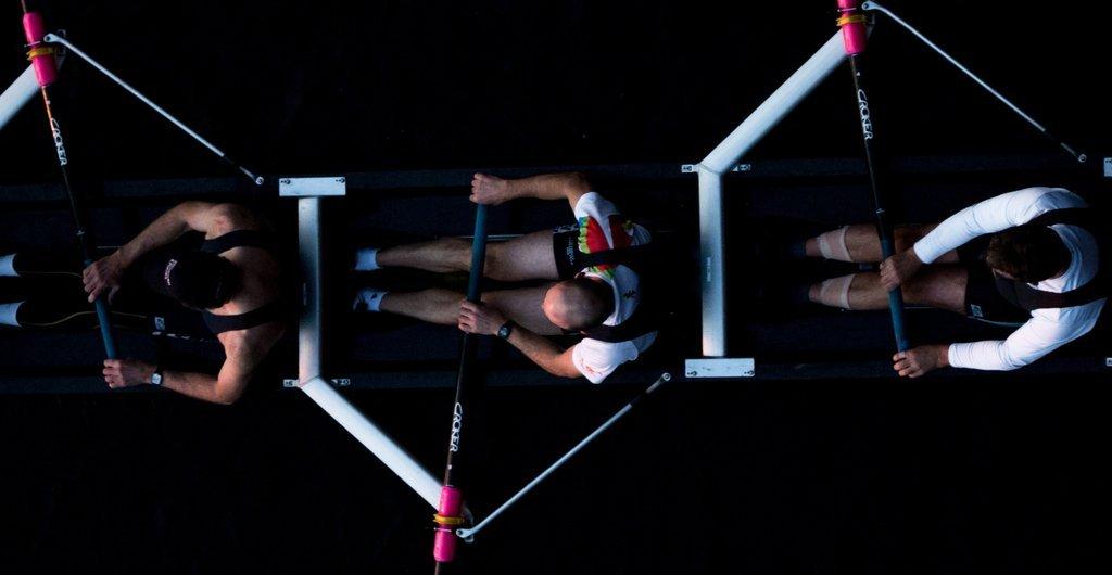 Ruderer trainieren, von oben fotografiert