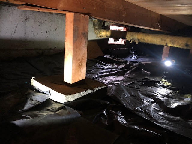 Vapor barrier installed in a crawl space by Lind Pest Control technicians