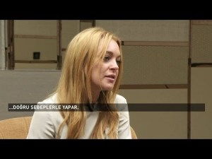 Why Lindsay Lohan wore a headscarf in Turkey and why? FULL VIDEO