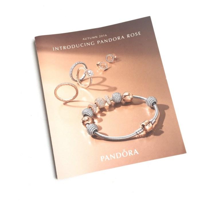 Pandora Glinsterende Hartjes Oorknopjes