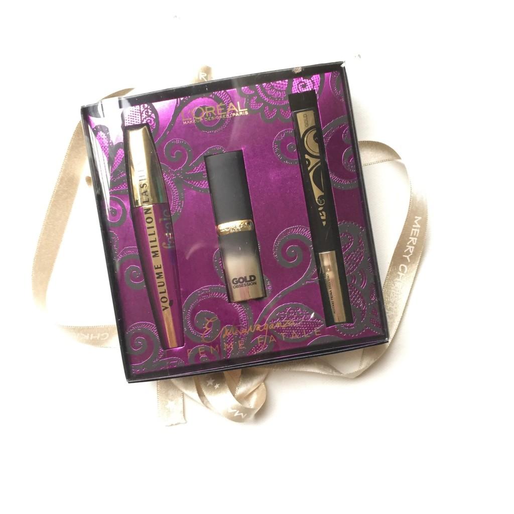 L'Oréal Extravaganza Femme Fatale Christmas Giftbox L'Oréal Extravaganza Femme Fatale Christmas Giftbox L'Oréal Paris Volume Million Lashes Fatale Ook de mascara uit deze set is niet nieuw voor mij en ook deze heb ik al uitgebreid gereviewed. Benieuwd naar deze mascara? Lees dan zeker mijn review van de L'Oréal Paris Volume Million Lashes Fatale.