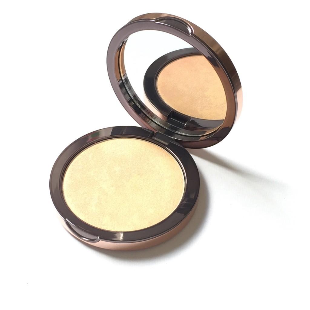 Delilah Pure Light Compact Illuminating Powder