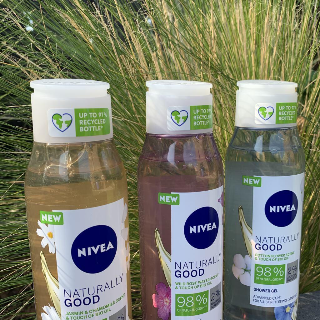 NIVEA Naturally Good Showergels