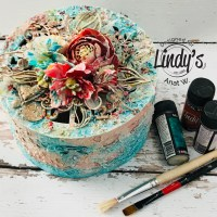 How to Create a Shabby Wooden Box with Anat