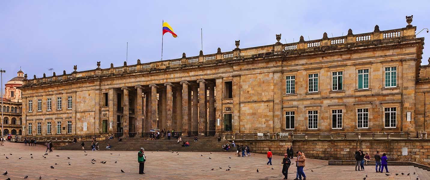 plaza bolivar tour colombia bogota recorrido guianza
