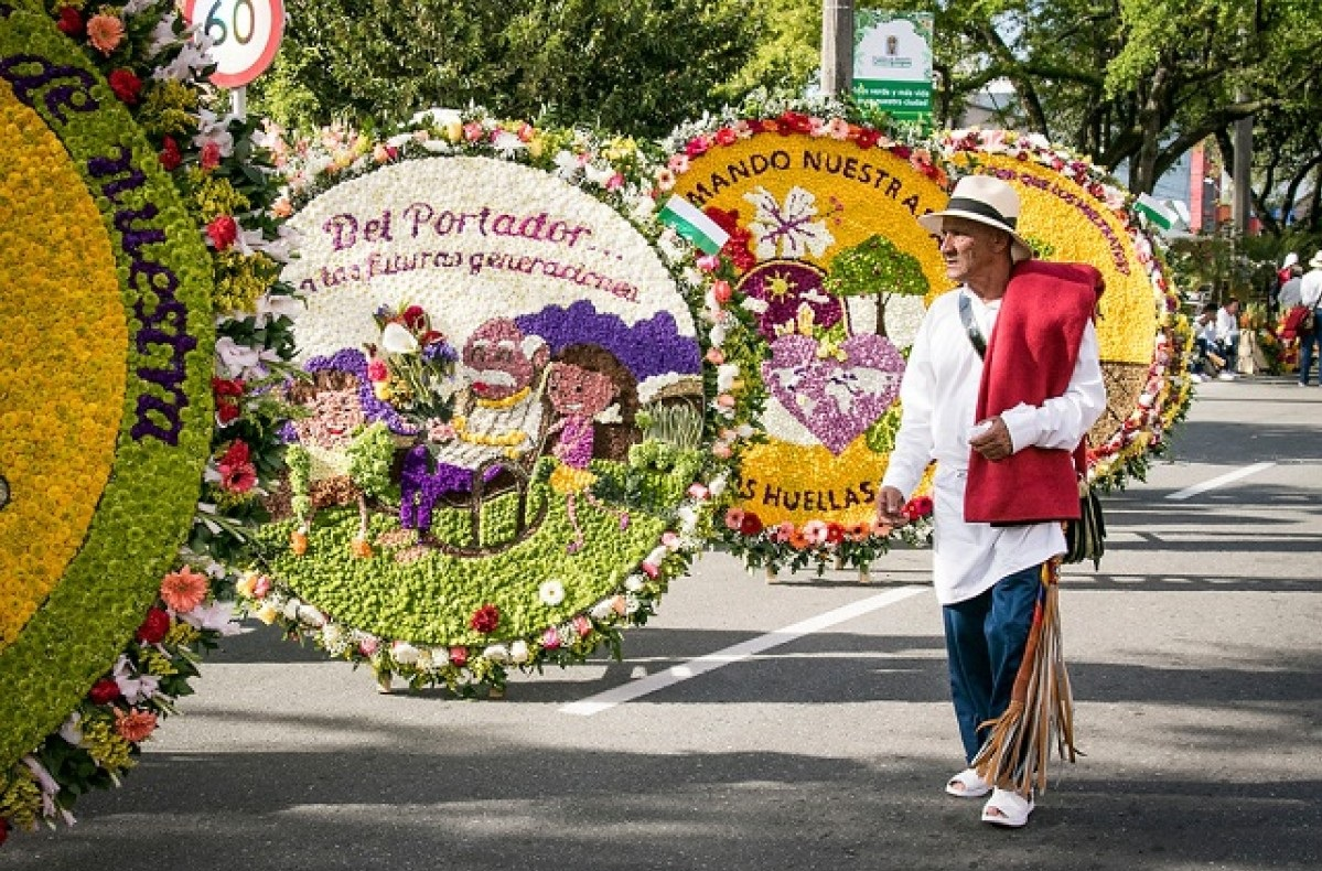 desfile flores linearcol medellin antioquia tour